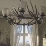 Lampadari moderni: quando la luce è parte integrante dell'arredamento