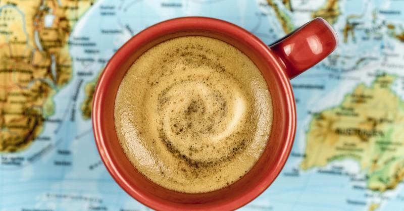 Il-caffè-all-estero-con-il-tuorlo-o-all-aglio-ecco-8 modi-di-berlo-nel-mondo_800x418
