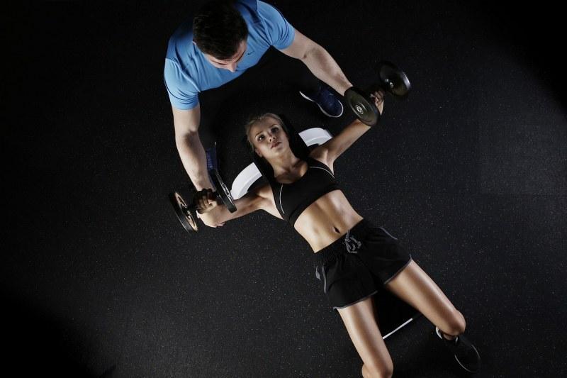allenarsi-con-un-personale-trainer-ecco-perchè-è-la-scelta-giusta_800x533